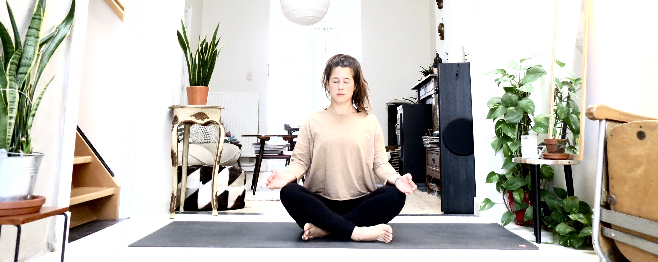 Online yoga * wake up yoga met een gevoelige lage rug