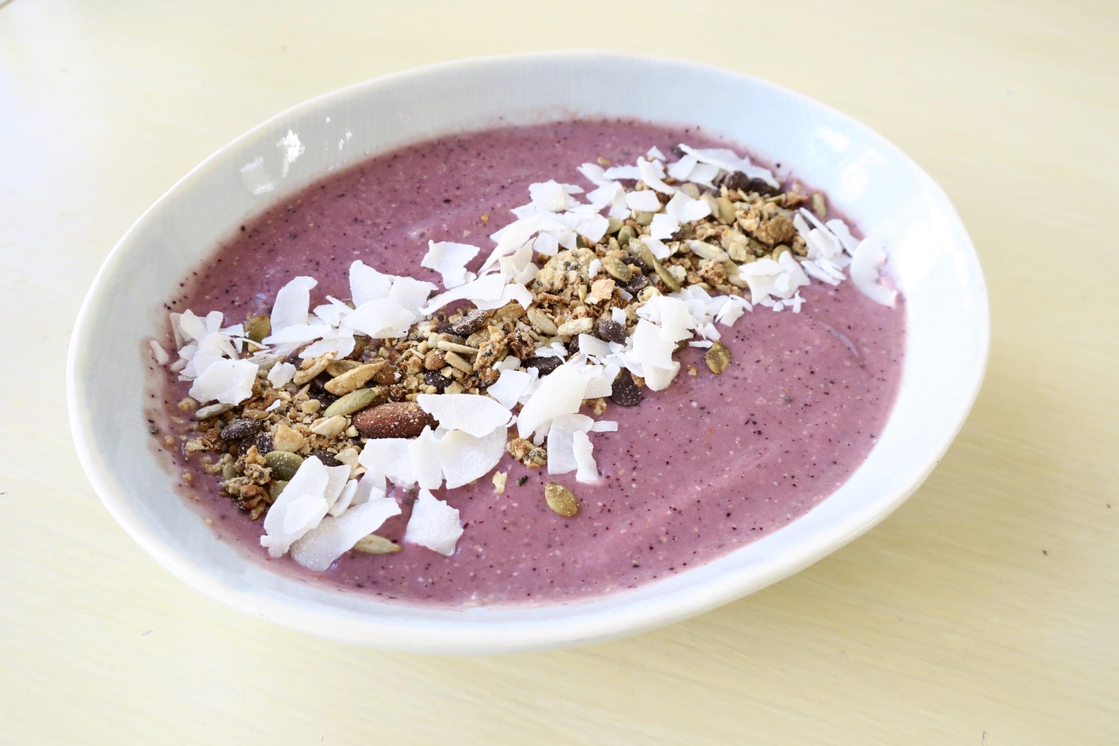 Smoothie breakfast bowl